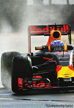 Crazy new gizmo I like to spray tailgating cars - you can use too. Mclaren Formula 1, Formula 1 Car, Red Bull F1, Red Bull Racing, Racing Helmets, F1 Racing, Formula 1 Iphone Wallpaper, Sport Cars, Race Cars