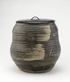 Akahada water jar for use in the Japanese tea ceremony, made during the Edo period.