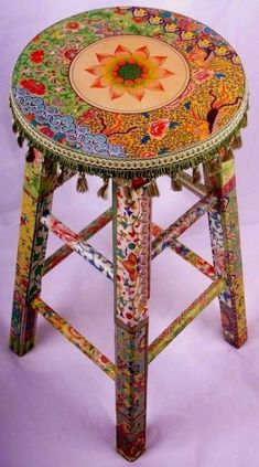 A decoupage stool with a shabby chic motive Decoupage Furniture, Hand Painted Furniture, Funky Furniture, Decoupage Ideas, Cheap Furniture, Painting Furniture, Bohemian Furniture, Furniture Ideas, Furniture Chairs