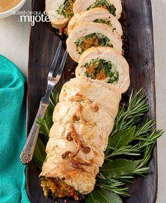 Rôti de dinde farci #recette Classic Turkey Recipe, Chicken Roulade Recipe, Turkey Roulade, Turkey Roll Ups, Baked Turkey, Chicken Gravy, Chopped Spinach, Recipe Please, Cooking Instructions
