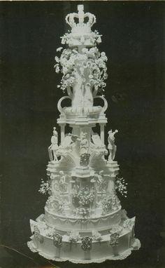 Bruidstaart uit 1937 voor het huwelijk van prinses Juliana en prins Bernhard. Collectie Nederlands Bakkerijmuseum.