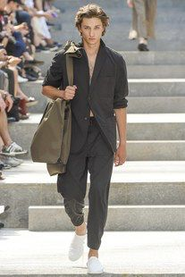 Issey Miyake Spring 2018 Menswear Fashion Show Collection