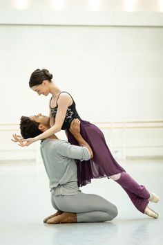 Marcelino Sambé and Anna Rose O'Sullivan in rehearsal for Romeo and Juliet. Photograph by Helen Maybanks Poses, Ballet Couple, Royal Ballet School, Wayne Mcgregor, Male Ballet Dancers, Ballet Moves, Dance Awards, Misty Copeland, Ballet Photography