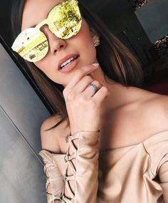 O tão esperado #Illesteva Mask chegou na #EnvyOtica  Modelo disponível em 4 cores: Dourado, prata, azul e verde  Uma mais linda que a outra  Dá até vontade de garantir um de cada  @nathaliarezendec  #illestevamask