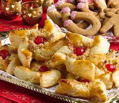 Joulutortut kirsikkasydämin Christmas Baking, Apple Pie, Sweet Recipes, Holiday Recipes, Food Ideas, Desserts, Tailgate Desserts, Deserts, Postres