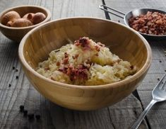 Sauerkraut Recipe - Ich Koche - this is the link to the English translation of the original post in German Yummy Recipes, Side Dish Recipes, Healthy Recipes, Wiener Schnitzel, Main Dishes, Side Dishes, Austrian Recipes, German Recipes, Sauerkraut Recipes