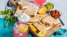 Recipe of the Day: Shredded Chicken Quesadillas Save the recipe Easy Chicken Recipes, Pork Recipes, Cooking Recipes, Grill Recipes, Spicy Recipes, Mexican Dishes, Mexican Food Recipes, Ethnic Recipes, Cooking Chicken To Shred