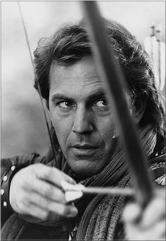 KEVIN COSTNER (American actor, singer, musician, producer and director) the best Robin Hood ever. No other Robin Hood movie can compare. Kevin Costner, Famous Men, Famous Faces, Actrices Hollywood, Maid Marian, Hollywood Actor, Attractive Men, Classic Movies, Best Actor