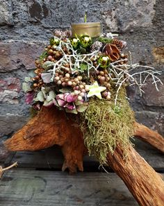Would be cool on the WoodWorking porch – Her Crochet – - Adventskranz Ideen Christmas Is Coming, White Christmas, Christmas Wreaths, Merry Christmas, Xmas Decorations, Flower Arrangements, Diy Projects, Creative, Floral