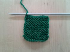 Apuros de una tejedora compulsiva: Tutorial: Hacer un Log Cabin de punto Knitting Stitches, Diy And Crafts, Quilts, Blanket, Lana, Accessories, Knitting Squares, How To Knit, Scrappy Quilts