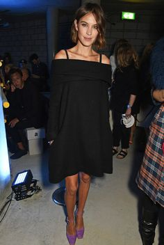 Alexa Chung attends the House Of Holland show during London Fashion Week at Collins Music Hall on September 2015 in London, England. Star Fashion, Girl Fashion, Alexa Chung Style, Hollywood Celebrities, Geek Chic, Her Style, Style Guides, Nice Dresses, Celebrity Style
