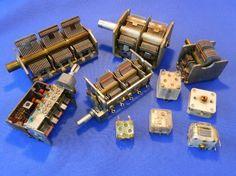 Figura 1 – Modelos de capacitores variáveis de rádios, de várias épocas.