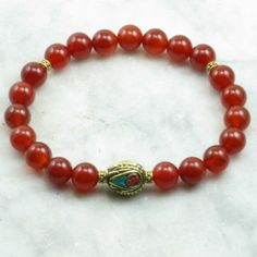 The Dignity Ayurvedic Bracelet is made from 21 carnelian mala beads. It is completed with a Buddhist bead with turquoise and coral. Mala beads for kapha.