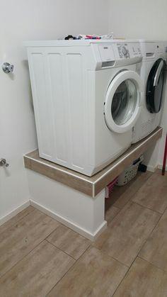 Podest für Waschmaschine und Trockner im HWR …