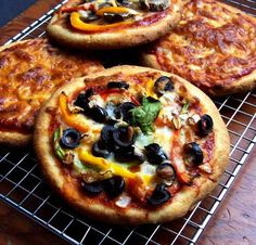 Easiest recipe ever for gluten free pizza crust. Mix this vegan crust by hand in one bowl. See notes after recipe for details on gluten free flours used, psyllium husk vs. Who wants a pizza me? Gluten Free Vegan Pizza Crust Recipe, Pizza Sans Gluten, Sin Gluten, Whole Food Recipes, Cooking Recipes, Free Recipes, Eggless Recipes, Pizza Recipes, Easy Recipes