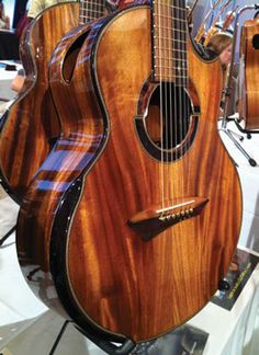 Wow, this is really beautiful! I love these types of woods. Masterpieces From Montreal: Montreal Guitar Show 2011 - Premier Guitar