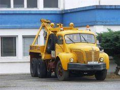 Berliet tow truck