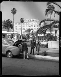 The Wilshire Boulevard curbside entrance to the Hotel Miramar in Santa Monica, located on the grounds of Senator Jones former home at the corner of Wilshire and Ocean (1947)