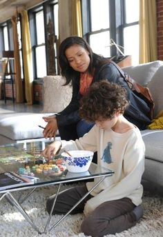 Gugu Mbatha-Raw and David Mazouz in Touch Touch Tv Series, Fox Series, Southern Gospel Music, Kiefer Sutherland, Fox Tv, Series Premiere, David, Film Serie, Woozi