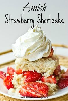 Amish Strawberry Shortcake >> by Tastes of Lizzy T's. The streusel topping on this Amish Strawberry Shortcake makes a delicious shortcake that can be served many different ways! Strawberry Shortcake Recipes, Strawberry Desserts, Köstliche Desserts, Delicious Desserts, Dessert Recipes, Yummy Food, Chocolate Strawberries, Covered Strawberries, Shortcake Recipe Easy