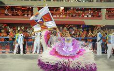 Primeiro casal de mestre-sala e porta-bandeira é formado por Rogerinho e Lucinha Nobre. Eles comemoram 16 anos de parceria