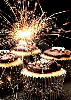sparkler cupcakes #holiday #bloom