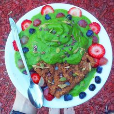Soooo...apparently it's #internationalwaffleday so I'd be trippin' if I didn't throw it back to this epic #grainfree waffle feast ! Would you believe this beauty is #vegan and #paleo? It's all thanks to the magic  of @againstallgrain's recipes. And of course I just had to top mine with some  spinach vanilla #nicecream  fruit seeds @navitasorganics cacao  nibs and @sunbutter! What is your favorite (funky ) waffle topping? #glutenfree #celiac #foodart #foodblogger #lowfodmap #nanaicecream