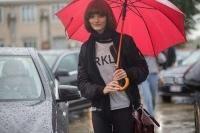Βροχερό Street Style στο Μιλάνο! Τι φορούν οι fashionistas με αυτό τον καιρό;