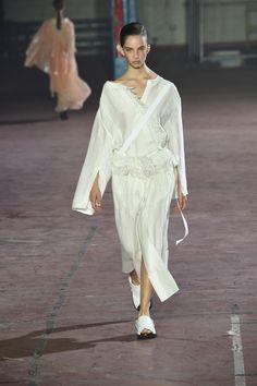 Joseph Spring 2017 Ready-to-Wear Collection Photos - Vogue