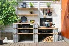 Experiment with different materials to achieve an informal outdoor kitchen. Cinder Block Furniture, Outdoor Rooms, Outdoor Decor, Potting Table, Built In Grill, Outdoor Diy Projects, Outdoor Kitchen, Outdoor Kitchen Decor, Diy Outdoor Kitchen