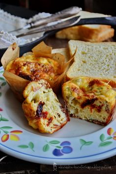 Baked bacon & cheese egg cups.Yummy...except the directions are in Spanish......