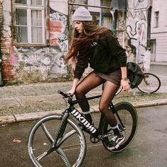 43 Ideas For Bike Girls Outfit Cycle Chic Cycle Chic, Bicycle Women, Bicycle Girl, Road Bike Women, Women's Cycling, Cycling Girls, Urban Cycling, Cycling Workout, Cycling Jerseys