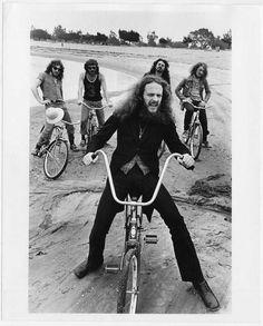 Ian Anderson and Jethro Tull ride a bike… Jethro Tull, The Jam Band, Progressive Rock, Music Icon, Classic Rock, Music Lovers, Rock Music, Hard Rock, Music Artists