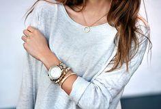Mariannan.com gold Nixon watch grey shirt minimal outfit chic bracelet