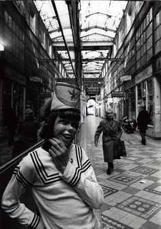 Robert Doisneau // Paris : pathways & galleries - Masque, Passage du grand Cerf 1976