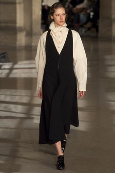 Lemaire Fall 2016 Ready-to-Wear Fashion Show  http://www.theclosetfeminist.ca/  http://www.vogue.com/fashion-shows/fall-2016-ready-to-wear/christophe-lemaire/slideshow/collection#22