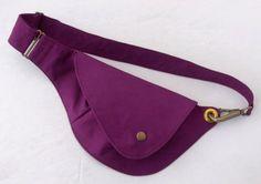 Red Violet Cotton Belt Bag : Fanny Pack Hip Bag by rocksandsalt Handmade Handbags, Leather Bags Handmade, Diy Bag Designs, Diy Accessoires, Hip Bag, Denim Bag, Fabric Bags, Clutch, Bag Making