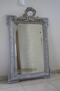 Gustave et Voltaire: Sculped Mirror/ Miroir sculpté