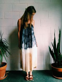 Celebrate summer in true hippie-boho style by heading out in any of these tie-dye outfits. Bohemian Style, Boho Chic, Pretty Outfits, Cute Outfits, Tie Dye Outfits, Mode Boho, All About Fashion, Playing Dress Up, Boho Fashion