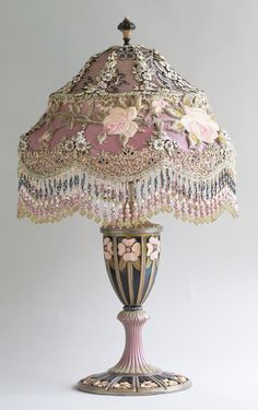 Victorian Lampshade with Roses and antique lace Shabby Chic Victorian Lighting, Victorian Lamps, Victorian Furniture, Antique Lamps, Shabby Chic Furniture, Antique Furniture, Antique Interior, Victorian Gold, Victorian Steampunk