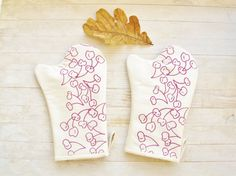 Oven mitten cooking gloves pot holder cherry white by poppyshome