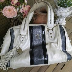 🌸(SALE)L.A.M.B hand bag Authenic. This bag is beautiful indeed .. Can fit on shoulder but primarily a handbag .. Interior is excellent , the exterior has very minimal wear , handles may need to be wiped/conditioned. Unique pearl color and leather trim .. lamb  Bags Satchels