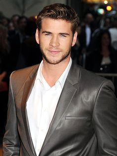Liam Hemsworth here's mine guys! Liam Hemsworth, Hemsworth Brothers, Minions, Z Cam, Ryan Reynolds, Lauren, Good Looking Men, Hollywood Stars, Celebrity News