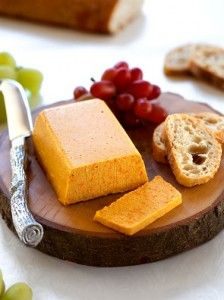 Smoky Cheddar Cheeze: delish served with a fresh baguette and grapes (vegan).