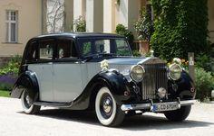 Wer seine Hochzeit gerne mit einem Rolls Royce Silver Wraith (BJ 1950) antritt ist hier gold richtig: brautwagen.de