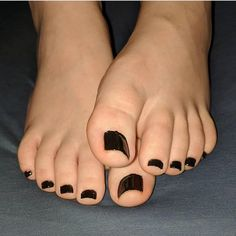 I would suck the shit out of her little chubby toes 😍😍 Sexy Nails, Sexy Toes, Cute Toes, Pretty Toes, Gorgeous Feet, Beautiful, Summer Toe Nails, Sexy Legs And Heels, Feet Soles