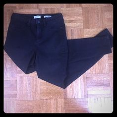 Jessica Simpson High Rise Jeans These size 28 Uptown High Rise black denim Jessica Simpson skinny jeans have been worn once for an hour and are in excellent condition. They fit true to size and look great with a tank top or cute blouse. Can be dressed up for date night or kept casual for lunch & shopping with friends. (46% cotton; 34% rayon; 18% polyester & 2% spandex). Pet free smoke free home. Jessica Simpson Jeans Skinny