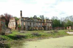 Słobity - ruiny pałacu Dohnów.
