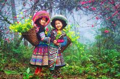Vietnam Yen Bai - Spring 2015 Photo by Dat Nguyen — National Geographic Your Shot - New year's coming on the mountainous of Vietnam Precious Children, Beautiful Children, Beautiful People, Beautiful Pictures, Kids Around The World, People Of The World, Beautiful Vietnam, Culture Clothing, Arte Popular
