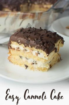 Make this simple cannoli cake recipe with store bought pound cake and only six ingredients! It's assembled in a baking pan so it travels well for potlucks and dinner parties! # Easy Recipes for potluck Easy Cannoli Cake Brownie Desserts, Oreo Dessert, Mini Desserts, No Bake Desserts, Cannoli Dessert, Easy Cannoli Cake Recipe, Easy Italian Desserts, Health Desserts, Plated Desserts